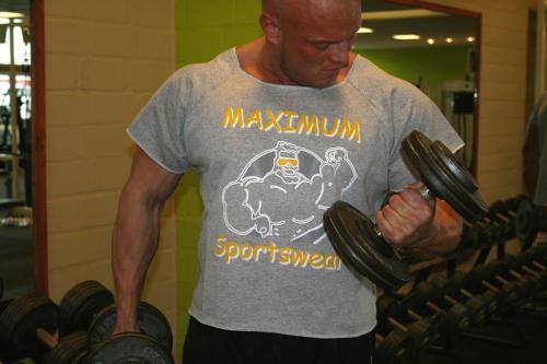 Rag Top mit Maximum Sportswear Frontdruck und weitem Halsausschnitt