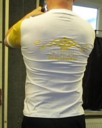 Maximum V-Shirt mit Rückendruck